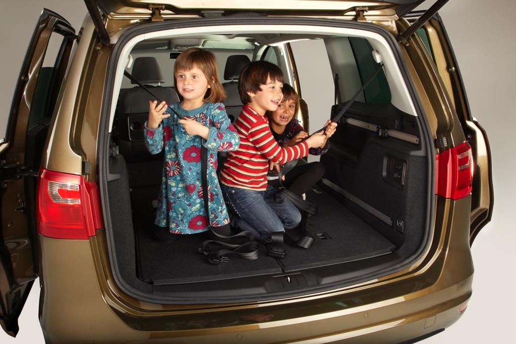 Rentacar Seat Alhambra automatik